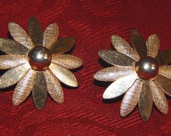 Vintage Earrings, Gold Flowers - Cute!