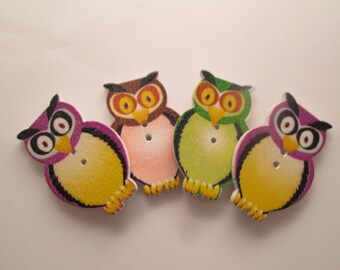 Children's new buttons. Adorable, assorted color, wooden owl buttons, Lot of 4 (apr23)