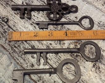 "Set of 5 x Cast Iron decorative Keys approx 4-5"" long"