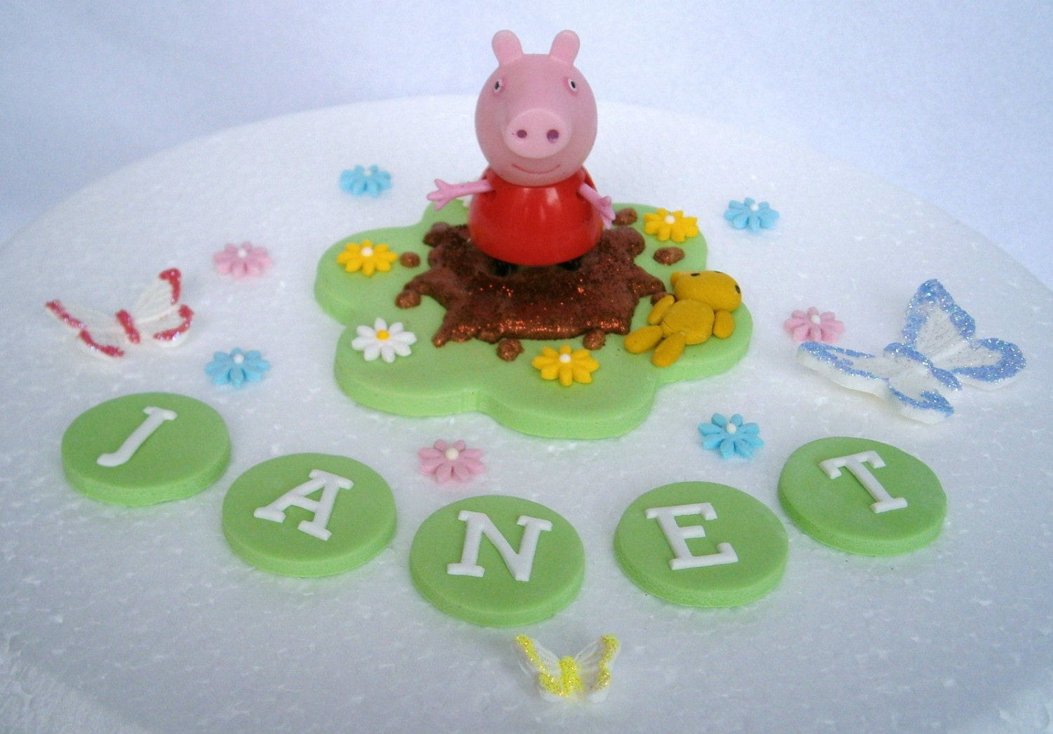 edible peppa pig cake topper with non edible keepkake peppa