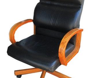 Mid Century Modern Black Leather Minimalistic Executive Office Chair