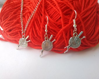 Ball of wool shape necklace and earring set