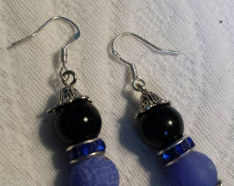 BLUE crackle and black beads... just a touch of sparkle...