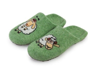 "Slippers ""Funny lambs"""