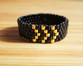 Weaving beads black and gold chevrons Miyuki peyote ring