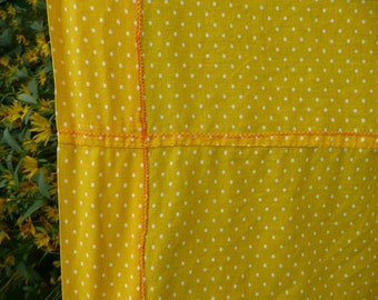 Retro yellow polka dot retro/vintage style single sheet/60s/old fashioned interiors/bedroom/bedding/sleeping