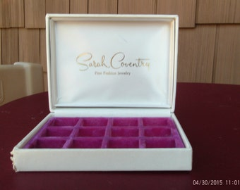 Vintage Sarah Coventry Off White Hindged Display/Jewelry Box