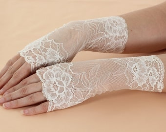 Ivory Lace Fingerless Gloves / Burlesque / Gothic / Steampunk / Caberet / Bohemian / Elegant / Romantic / Vintage /Victorian / Wedding