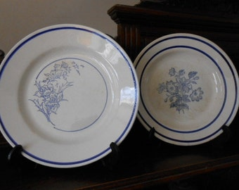 Two French ironstone / terre de fer, faience plates/bowls made by Gien, Mon Caprice around the 1940s, tea-stained, have crackle-glazing.