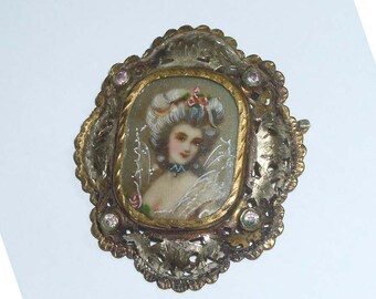 Engraved 19th Century Victorian Portrait Brooch Parcel Gilt Rhinestones