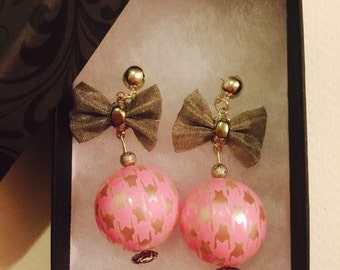 Pink Houndstooth Pearl with Bow Dangle Earrings