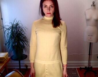 Vintage 60s Cream Space Age Dress // MOD // Shift Dress // Mini