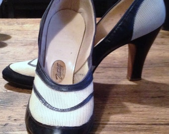 Vintage Amazing early 1940 40s 40's two tones mesh shoes high heels great condition very rare