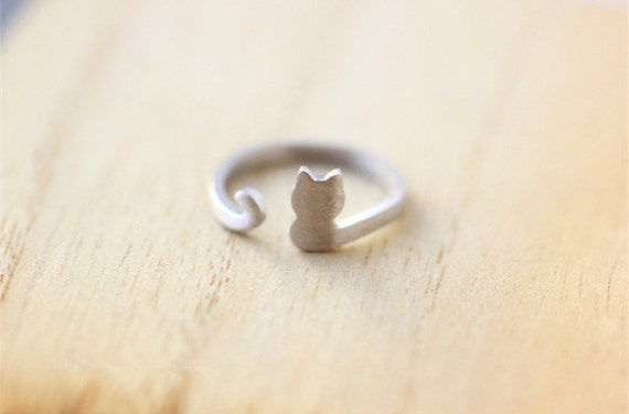 Sterling silver cat ring, as a memory for your pet, one size fits all,  adjustable ring, suitable for from size 5 to size 8 . JZ1