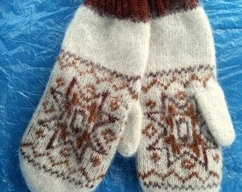 warm wool mittens made with hands (3)