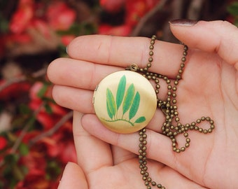 Brass Leaf Locket. Green Leaf Locket. Nature Locket. Nature Inspired Jewelry. Woodland Necklace. Woodland Jewelry.