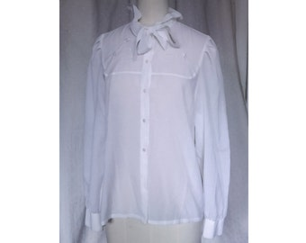 Light blouse embroidered knotted neck