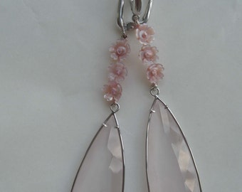 orecchini in oro bianco con pietre di quarzo rosa e madreperla. Cm 8,5 // ear-drop earrings rose quartz - rose flowers in mother pearl and w
