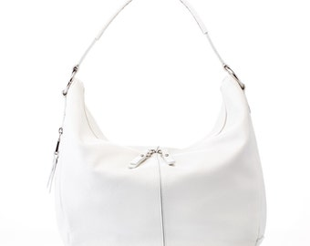 """25% discount-bag skin mod. White """"Santa and Luján"""" Maria handmade in Spain. Handle to the shoulder, close zipper and side pocket"""