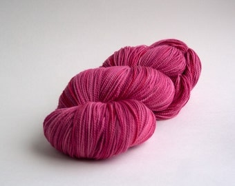 XL Skein Variegated Pink Sock Yarn Fingering Weight, 680yds  - Fuchsia