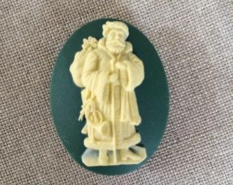Pere noel needle minder Father Christmas magnetic needle holder perfect holiday gift under 10