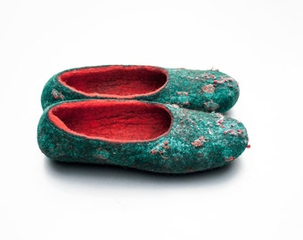 Tradicional Christmas Green Red  valenki Perfect christmas gift Felt wool slippers Embroidered Ballet Flat shoes slippers Natural wool