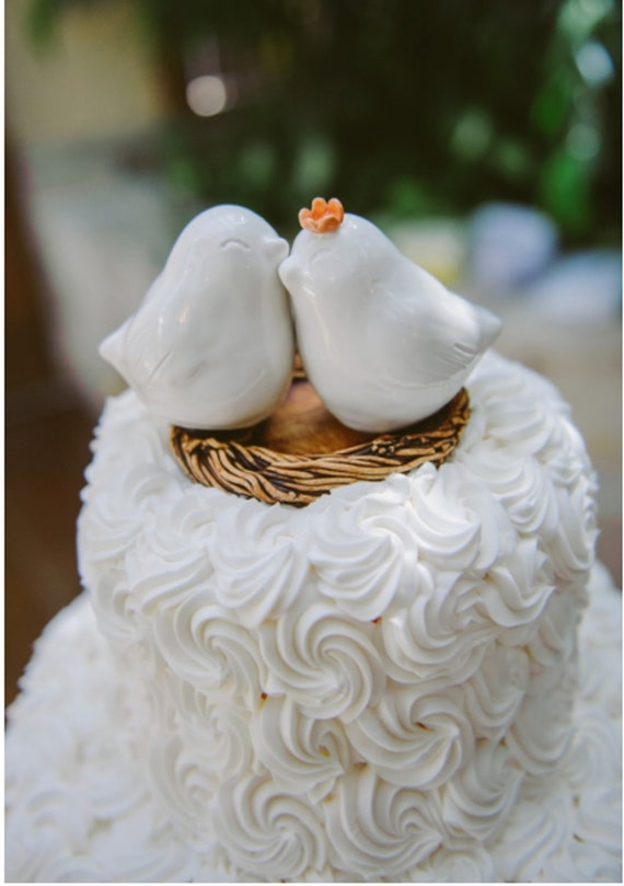wedding cake with love birds white cuddling bird wedding cake topper 26923
