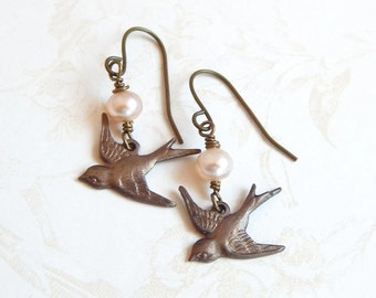 Sparrow bird earrings with pearls - bird earrings - blush pearl