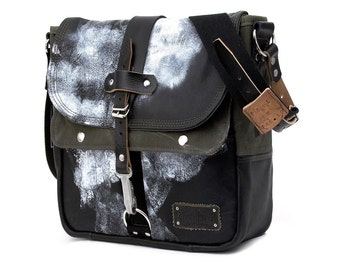 Distressed Painted Leather Jacket Messenger Bag // Handmade & Upcycled by peace4you, GERMANY // Model paul-2102