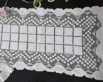 Knotted Fishnet Ecru Table Runner Antique Mondano Netting
