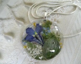 Frosted Aspen Leaf,Queen Anne's Lace,Lobelia,Forget-Me-Nots Pressed Flower Round Glass Pendant-With Love From Colorado-Symbolizes True Love