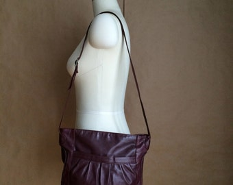 vintage 1980's leather handbag/  purse/  shoulderbag / tote / hippie boho bohemian handbag