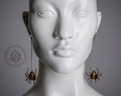 Spider earrings  //  Antiqued brass color  //  Dangle earrings   //  Halloween