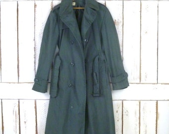 Vintage army green military rain trenchcoat/spy coat/fitted army raincoat