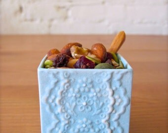 Baby blue porcelain lace little cellar for happy table-Salt Pepper Cellar-Ceramic mini square vase with Bamboo Spoon
