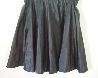 Vintage 1980's black flippy circle skirt