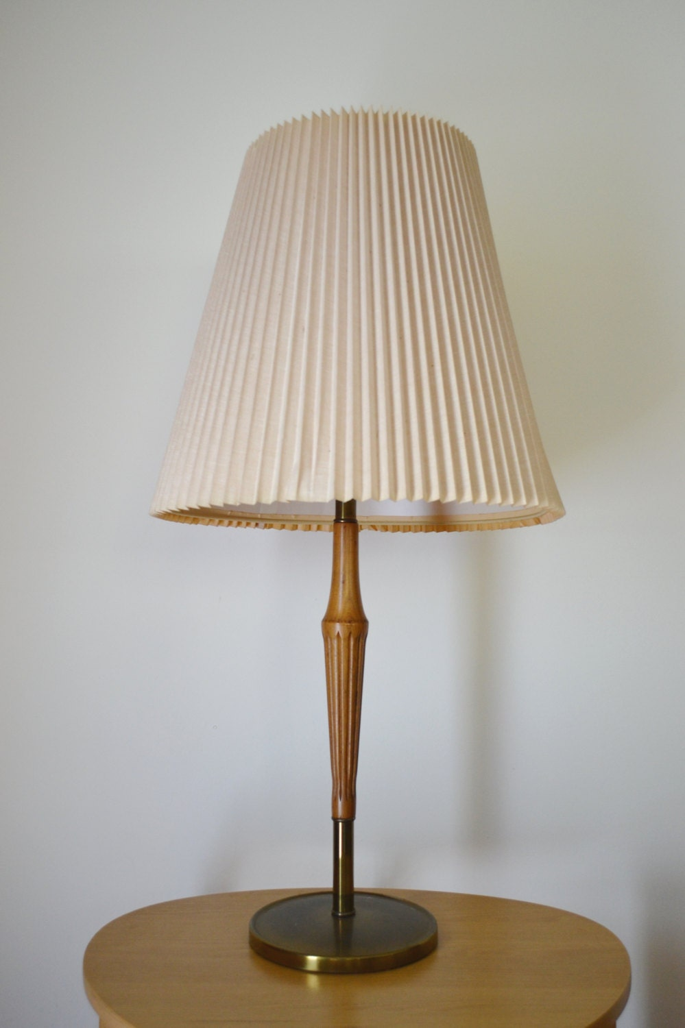mid century wood and brass table lamp. Black Bedroom Furniture Sets. Home Design Ideas