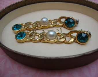 Vintage Teal or Turquoise Rhinestones and Faux Pearl Earrings Gold Tone Hammered Metal Vintage Jewelry Holiday Accessories Bridal JCLA