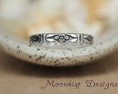 Delicate Art Deco Sterling Silver Forget-Me-Not Band - Geometric Floral Wedding Band - Stylized Floral Commitment Ring - Floral Promise Band