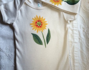 Sunflower bodysuit and beanie set for baby shower gift or perfect unisex gift, matching baby clothing, super fun and cute baby