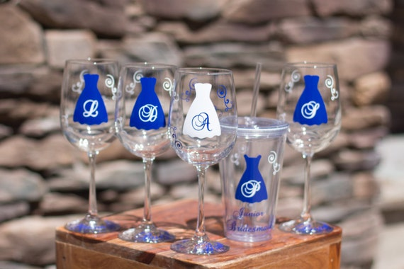 8 Bridesmaids gift wine glasses, 8 personalized monogram, dress wine glasses for wedding, navy blue and white, junior bridesmaids tumblers