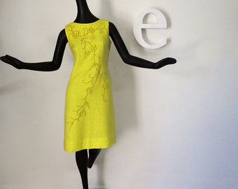 Vintage 60s Linen Shift Dress BRIGHT YELLOW Mad Men Mod Wiggle Dress 1960s Embellished Sexy Sheath Dress Fancy Embroidered Appliqué Sz Small