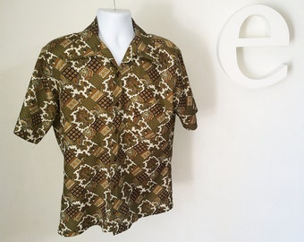 Vintage 70s Men's Short Sleeve Disco Shirt Retro Blue Olive Green Paisley Patchwork Print Lightweight Woven Poly Pointy Collar LARGE 16.5