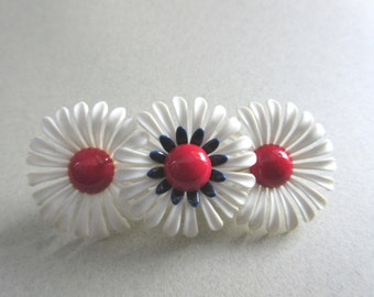 Mod Flower Pin 1960s Groovy Red White Blue Plastic Daisy costume jewelry patriotic peace protest election day daisies MoonlightMartini