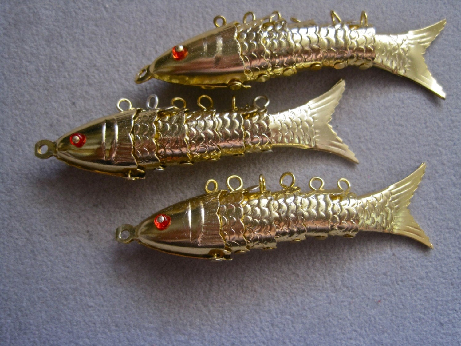 Articulated fish charm pendant earrings vintage 60s gold 3d for Gold fish charm