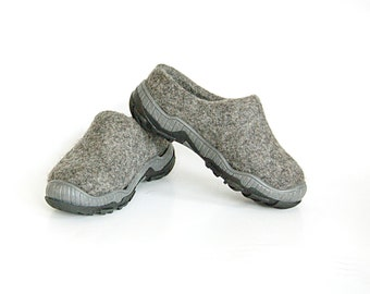 Grey kids clogs, rubbertoe shoes from natural eco wool
