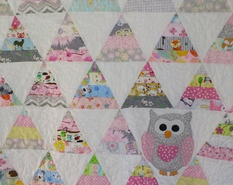 Custom pyramid toddlers quilt with appliqued owl in colors of your choice
