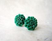 Emerald Green Flower Earrings. Floral Resin Stud Earrings in Deep Green. 13mm Cabochon Dahlia Flower Stud Earrings. Autumn Bridesmaid Gift