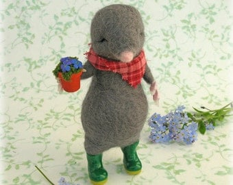 Mole Gardener Felted Model Needle Felting Ornament Gift for Gardening Lover Green Fingered Cute Animal Character Art Doll