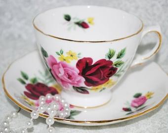 QUEEN ANNE Vintage Tea Cup and Saucer Made in England / Vintage Tea  / Vintage Wedding